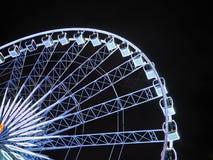 Ориентир ориентир колеса Ferris в ночном небе Стоковые Фотографии RF