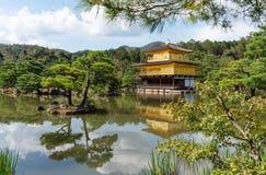 Ориентир назначения перемещения Японии, золотой павильон, висок Kinkaki-ji в Киото стоковое фото rf