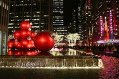 Ориентир ориентир Нью-Йорка, концертный зал города радио в центре Рокефеллер украшенном с украшениями рождества в центре города М Стоковое Изображение RF