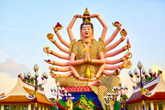 Ориентир ориентир Таиланда Статуя Guan Yin на большом виске Будды Buddhis Стоковое фото RF