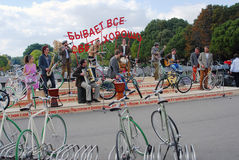 Оркестр играет в парке Gorky в Москве Стоковые Фото