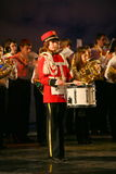 Оркестр консолидированных детей дворца творческих способностей молодости и выставки барабанщиков в военной форме восемнадцатом Стоковая Фотография