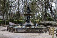 Орнаментальные фонтаны дворца Аранхуэса, Мадрида, Испании стоковые фотографии rf