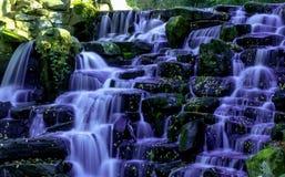 Орнаментальный водопад каскада - вода Вирджинии, Суррей, Великобритания стоковые фотографии rf
