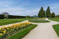 Орнаментальный парк с тюльпанами Стоковое Изображение RF