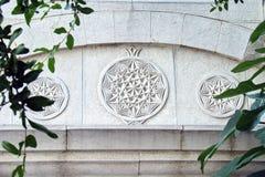3 орнамента песка каменных на арке стоковое изображение