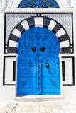 Орнаментальная голубая дверь. Стоковое фото RF