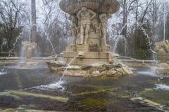 Орнаментальные фонтаны дворца Аранхуэса, Мадрида, Испании стоковая фотография