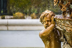 Орнаментальные фонтаны дворца Аранхуэса, Мадрида, Spain.Wo Стоковая Фотография