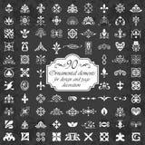 Орнаментальные элементы для украшения дизайна и страницы на предпосылке доски Стоковое фото RF