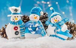 3 орнамента людей снега с снегом Стоковое Изображение