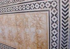 Орнаментированный и высекаенный потолок с флористическим дизайном, дворец Amer, Джайпур, Раджастхан, Индия Стоковые Фото