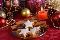 Орнаменты и печенья рождественской елки Стоковая Фотография