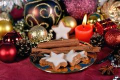 Орнаменты и печенья рождественской елки Стоковое фото RF