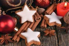 Орнаменты и печенья рождественской елки Стоковое Изображение