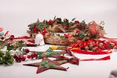 Орнаменты и украшение рождества на белой предпосылке Стоковое Изображение RF