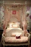 орнаменты кровати старые вводят деревянное в моду Стоковое Изображение