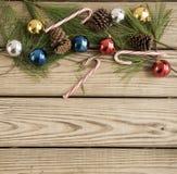Орнаменты рождества на деревянной предпосылке Стоковое фото RF