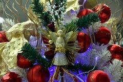 Орнаменты рождества на рождественской елке Стоковое Фото
