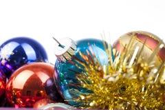 Орнаменты стеклянного шарика безделушки рождества винтажные Голубая желтая, красный, зеленый, розовый, оранжевый, золото, сияющее Стоковое фото RF