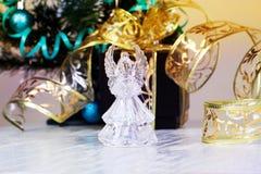 орнаменты handbell рождества ветви коробки шарика рождество украшает идеи украшения свежие домашние к Кристаллический ангел Стоковые Изображения RF