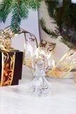 орнаменты handbell рождества ветви коробки шарика рождество украшает идеи украшения свежие домашние к Кристаллический ангел Стоковая Фотография