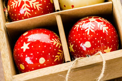 орнаменты handbell рождества ветви коробки шарика Стоковое Фото