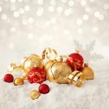 орнаменты handbell рождества ветви коробки шарика стоковое изображение