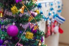 орнаменты handbell рождества ветви коробки шарика Стоковые Фото