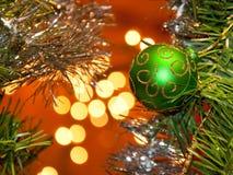 орнамент зеленого цвета рождества шарика Стоковые Фотографии RF