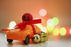 Орнамент рождества на автомобиле игрушки, Стоковое Фото