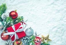Орнамент рождества на предпосылке снега Для концепций рождества Стоковые Изображения