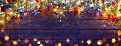 Орнамент рождества с ветвями и светами ели стоковое изображение rf