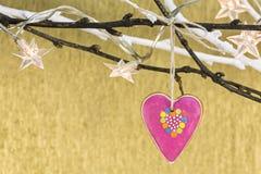 Орнамент рождества с сердцем пряника и светами звезд стоковое изображение