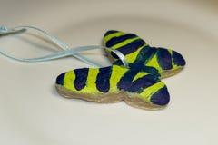 Орнамент рождества бабочки покрашенный ребенком Стоковое Изображение RF