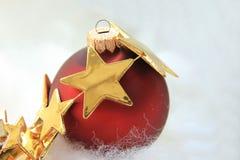 Орнамент рождества и золотая звезда Стоковые Фото