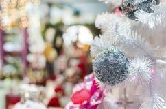 Орнамент рождества на белом дереве Стоковые Фото