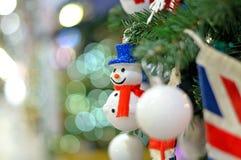 Орнамент рождества снеговик на ели рождества Стоковая Фотография RF