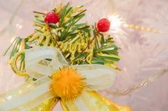 Орнамент рождества с красной лентой Стоковое фото RF
