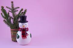 Орнамент снеговика и ветвь ели Стоковое Фото