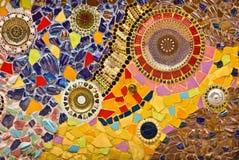 Орнамент стены мозаики декоративный от керамической сломанной плитки Стоковые Изображения
