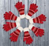 Орнамент с красными перчатками на деревянной предпосылке Кристмас, зима Стоковое фото RF