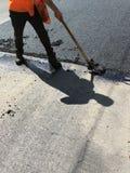 дорога асфальта работника в лете Стоковое Фото