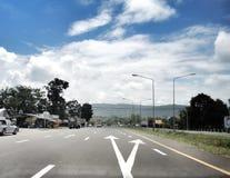 дорога гористой местности в горах Стоковая Фотография