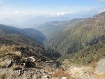 дорога гор ландшафта холма к Стоковые Изображения RF