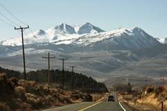 дорога гор прямо к стоковое фото
