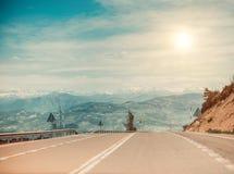 дорога изогнутая асфальтом стоковое фото