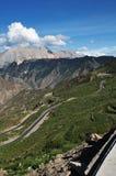 дорога Тибет горы вверх по замотке Стоковая Фотография