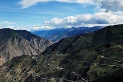 дорога Тибет горы вверх по замотке Стоковая Фотография RF