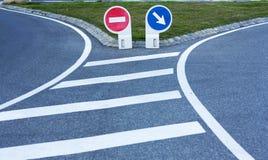 2 дорожного знака на вилке Стоковое фото RF